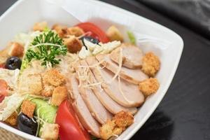 salada de repolho com crosta de presunto foto