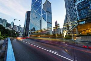 cidade moderna à noite, hong kong, china. foto