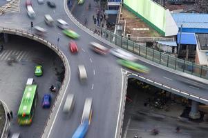 tráfego na junção na cidade foto