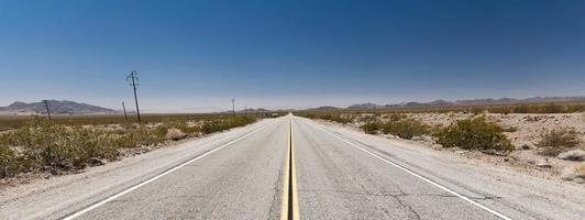 estradas intermináveis no deserto do arizona, eua