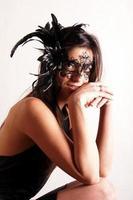 senhora com máscara de carnaval