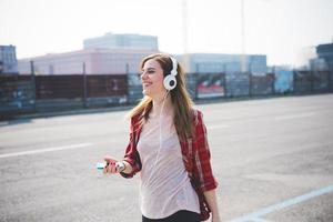 mulher jovem bonita loira hipster foto