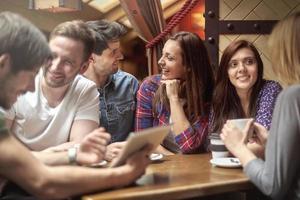 tempo livre com meus amigos no café foto