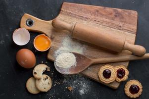 assando ingredientes de massa