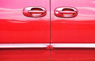 portas vermelhas do carro foto