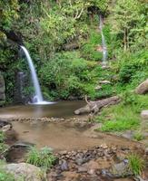 cachoeira de floresta perene em chiang mai, tailândia foto