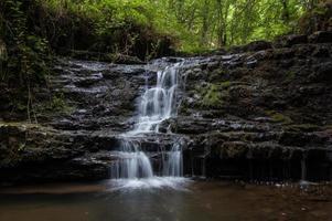 pequena cachoeira