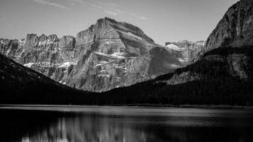 reflexos da montanha da geleira