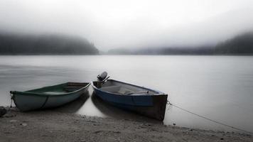 barcos em repouso foto