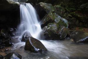 Cachoeira Kionsom Inanam Kota Kinabalu Sabah Borneo Malásia foto