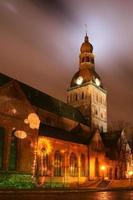 Catedral de Cúpula de Riga à noite