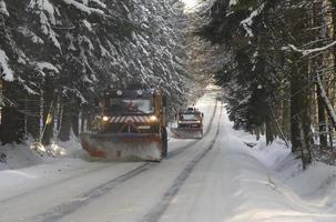 limpadores de neve trabalhando