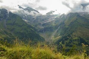 montanha alpes de verão, vista da estrada alpina grossglockner