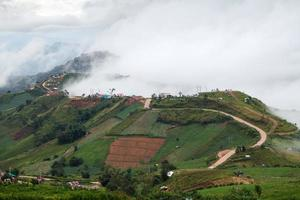 belas paisagens montanhosas em phutabberk phetchabun, tailândia