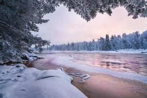 cenário de inverno da natureza finlandesa foto