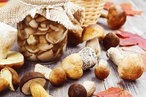 cogumelos enlatados foto