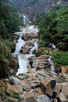 bela cachoeira no sri lanka