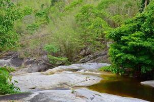 cachoeira kao chon, suan phueng, ratchaburi, tailândia foto