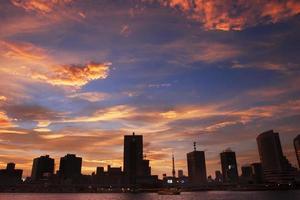 lindo momento antes do pôr do sol foto