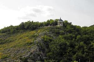 harpa de éolo no verão. marcos e monumentos de pyatigorsk foto