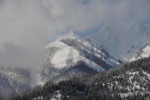 montanha de neve no inverno no japão