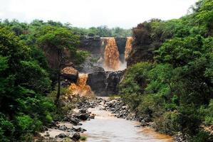 cachoeira em um parque nacional inundado (etiópia) foto