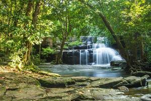 cachoeira na Tailândia (parque nacional pang si da cachoeira) foto