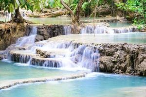 cachoeira kouangxi em luang prabang no laos.