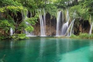 vista deslumbrante do parque nacional dos lagos plitvice .croatia foto