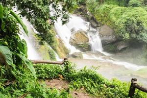 cachoeiras de wachirathan, inthanon chiangmai tailândia foto