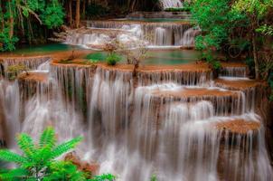 huay mae kamin cachoeira parque nacional, kanchanaburi foto