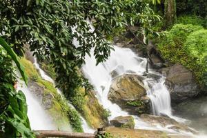 cachoeiras de wachirathan, inthanon chiangmai tailândia