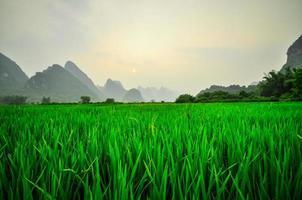 paisagem montanhosa do rio li em yangshuo guilin
