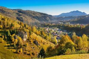 paisagem rural em uma vila romena