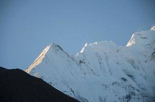 montanhas do himalaia foto