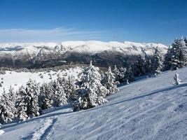 pirineus da montanha de neve foto