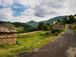 aldeia de montanha na Bulgária. montanha rhodope. foto