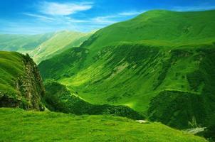 montanhas verdes foto