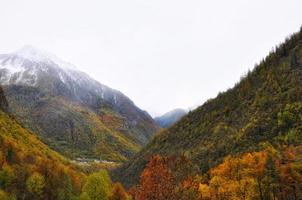 montanha com neve