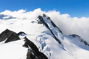 pico de montanha nevado foto