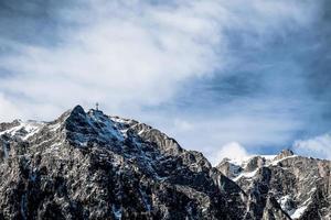 Cruz do pico da montanha