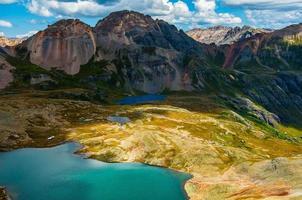icônico cenário montanhoso da bacia do lago ice silverton colorado foto