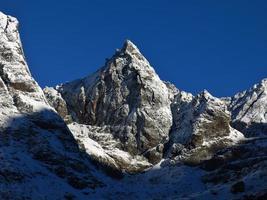 montanha ao lado da rota de trekking cho la pass