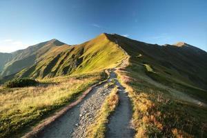 montanhas tatra nos cárpatos ao amanhecer