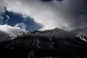 montanhas rochosas no inverno