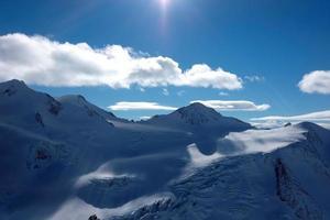 montanhas de neve na áustria foto
