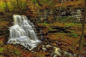 cachoeira nas montanhas
