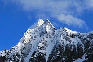 montanhas cobertas de neve - parque nacional huascaran, peru