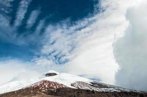 vulcão cotopaxi sobre o planalto, equador, américa do sul