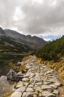 caminho pelo lago